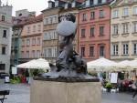 ワルシャワの名前の由来になった人魚像 旧市街にて