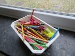 色鉛筆いっぱい。これ、あおぞらの幼児部屋みたい